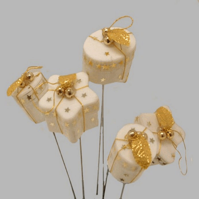 Christmas presents on thread white and gold 23 cm 6 pcs