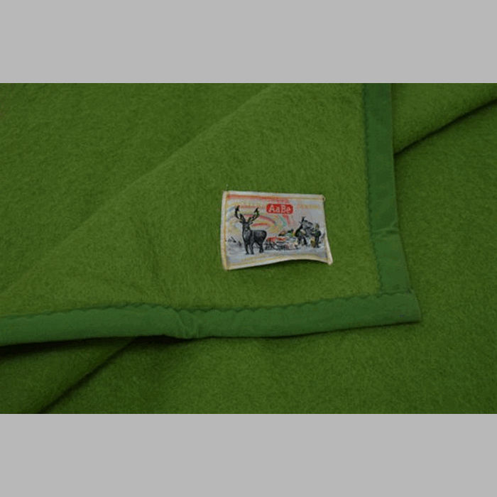 woolen blanket color green 220 x 240 cm